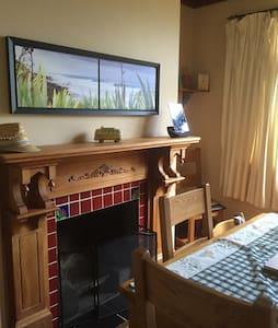Kowhai Cottage Bed & Breakfast - Bed & Breakfast