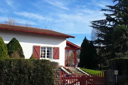 """Villa """"MENDI CHOLA"""" - Cambo-les-Bains - Villa"""