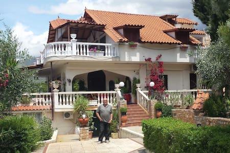 villa GREISS Porto-Germeno - Porto Germeno