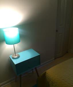 Cozy Bedroom near H ST Night Life - Washington - House