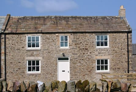 East Cottage, 4-star self-catering rural retreat - House