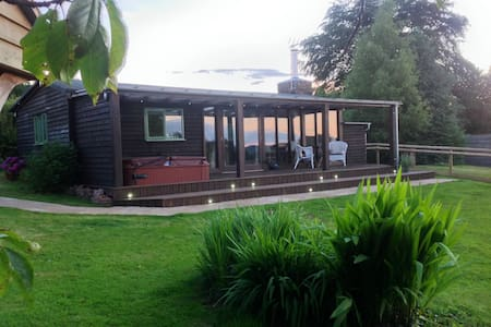 Eden lodge (with private hot tub) - Holcombe Rogus - Stuga
