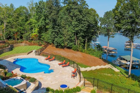 Bluebird Cove Private Lakefront with Pool and Dock - House