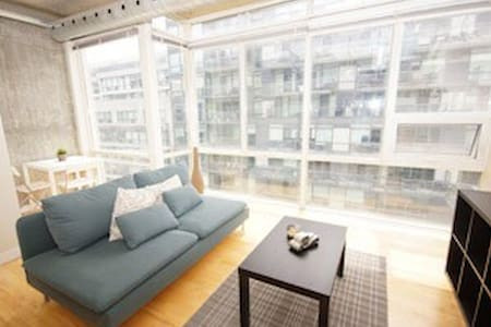 Bright 1BD High Ceiling Loft in HEART of T.O