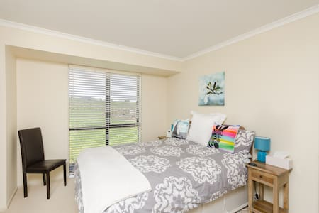 Kerikeri Rural Homestay Queen Ensuite Room - Bed & Breakfast