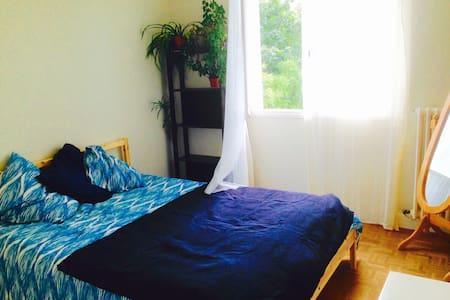 Chambre calme et ensoleillée・Calm & sunny bedroom - Apartment