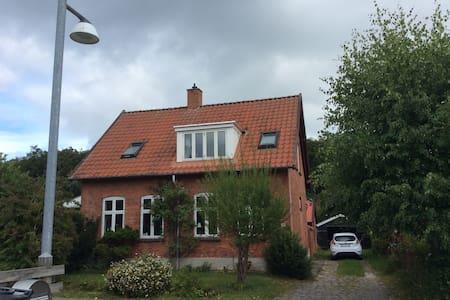 House in beautiful, royal Fredensborg. - Fredensborg - Villa