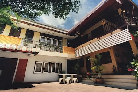 大學商圈泰式民宅 安靜舒適 真正的chiangmai假期。 - Adosado