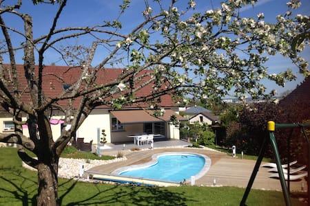 Chambre vue sur jardin et piscine - Radhus