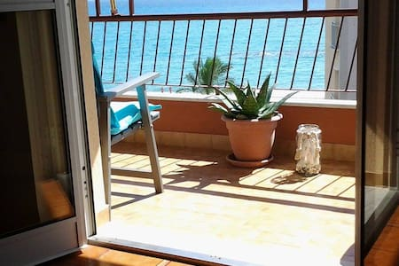 Ampio appartamento fronte mare - Apartment