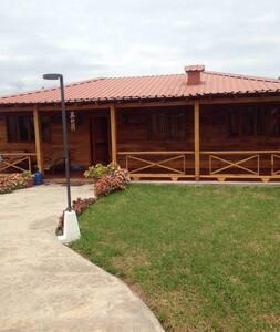 Alquilo Casa De Playa de Madera - Ház