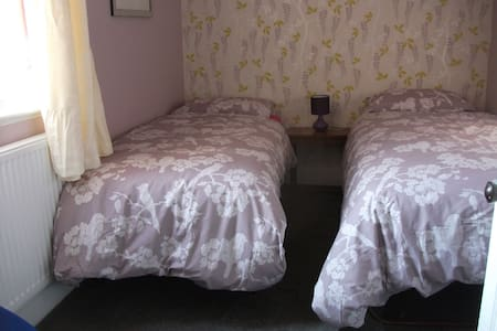 Comfy room, sleeps 1-2 5min walk to shop and beach - Clacton-on-Sea