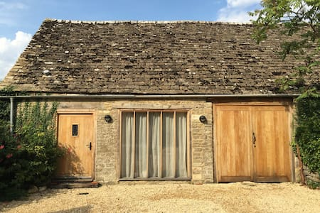 Cleveland House Barn - Guesthouse