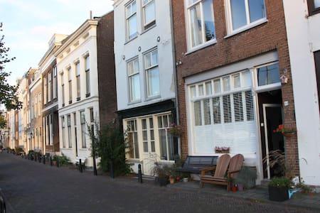 Centraal gelegen mini appartement - Dordrecht - Wohnung