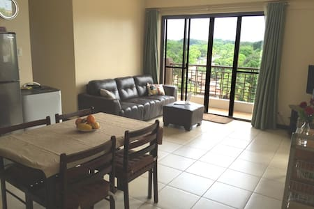 Spacious Redwoods Condo Fairview QC - Kondominium
