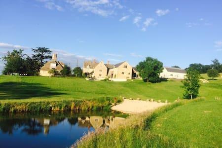 Elmbury- Beautiful cotswold stone barn conversion - Casa