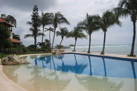 Resort with pools, marina, beach - Puerto Aventuras - Lejlighed