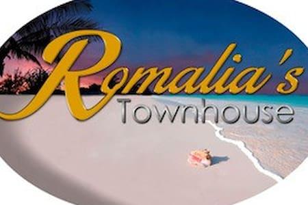 Romalia's Townhouse, Sister Cecilia Suite 2 - Dunmore Town