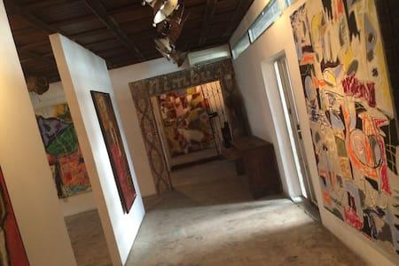 Nimbus Art Gallery Room - Ikoyi - Bed & Breakfast