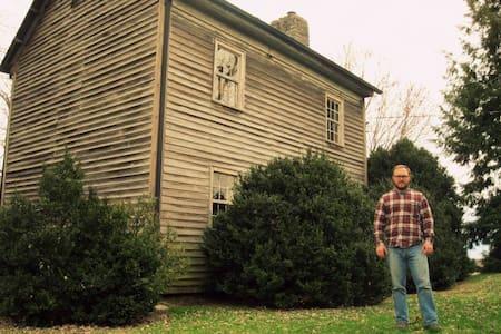 SouthRoom: HistoricFarmOnBooneLake - Dům