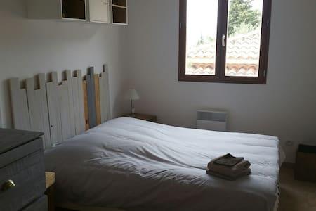 Chambre dans petite maison - Cuers - Haus