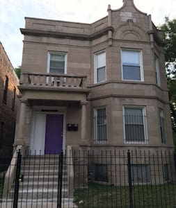 Clean, Spacious, Inexpensive Queen BR 1st Fl #2 - Chicago - Appartement