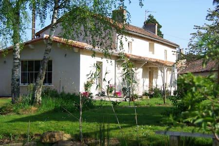 la petite maison dans la prairie - Bignoux - House