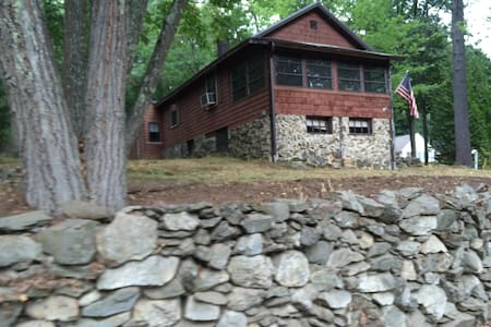 Cottage on Cobbetts Pond - Windham - House