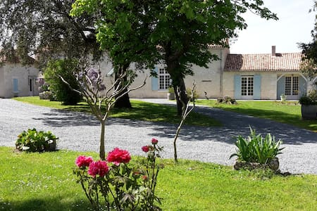 La Gironie : pretty cottage, charm and peace - House