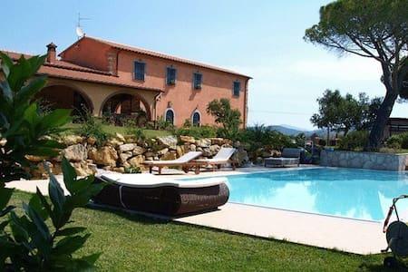 Belle camere con bagno, piscina e totale relax! - Gavorrano - Villa