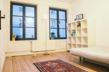 St. Pauli - helles Zimmer in 3er Wg. Zentral - Hambourg - Appartement