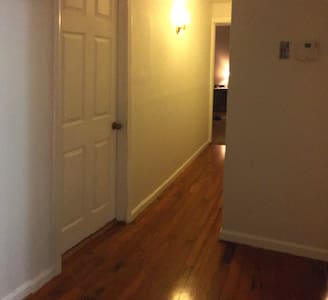 2 Cozy Bedrooms Available - Collinsville - Huis