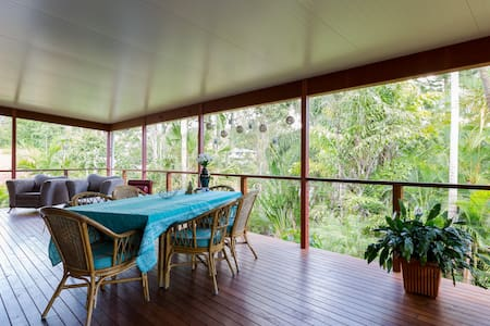 Large entertainer in bush setting - Upper Coomera