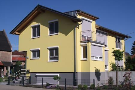 Zimmer in Holz100-Haus, Graben-Neudorf - House
