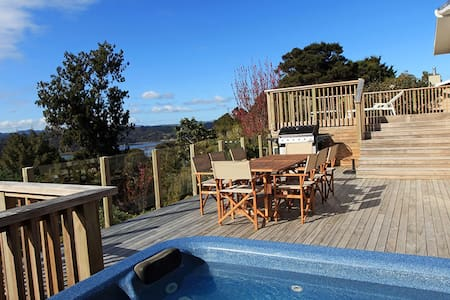The Deck House - water views and native bush - Haus