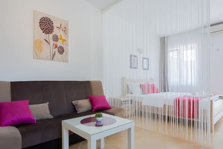 Studio with a sea view - Wohnung