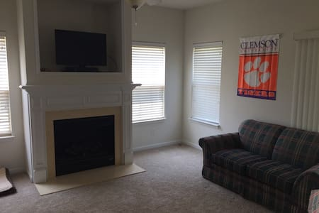 Air bed and couch in common room - Rock Hill - Townhouse