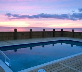 Pool/Watefront/hot tub/8 bed/6 bath - House