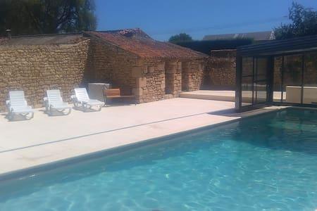 Charmante demeure avec piscine et rivière! - La Grimaudière - Haus