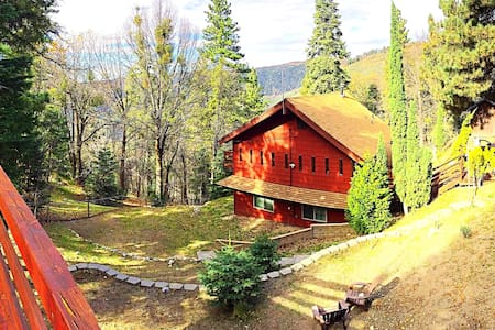Charming Wood Cabin near Big Bear - Running Springs - House