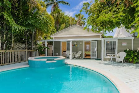 King Poolside Room, just off Duval Street - Key West - Chambres d'hôtes