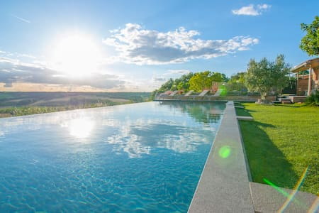 Villa op rustige lokatie met adembenemend uitzicht - Montaïn - Villa