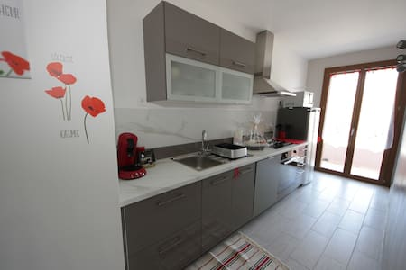 Garden apartment and 30 meters from the beach - Apartment