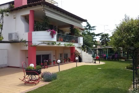 Artistic comfy apt + exotic garden - Nea Michaniona - Lägenhet