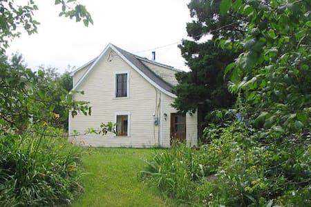 Maison centenaire à St-Sauveur - House