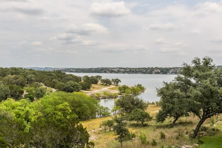 Perfect Getaway on Lake Travis - Point Venture - Stadswoning