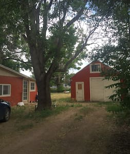 A) Tent space available in backyard (Lincoln Park) - Cañon City - Casa