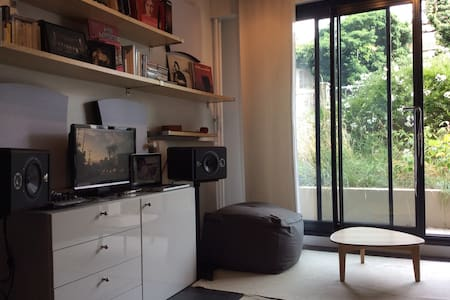 Artist's flat in Parisian Brooklyn - Apartment