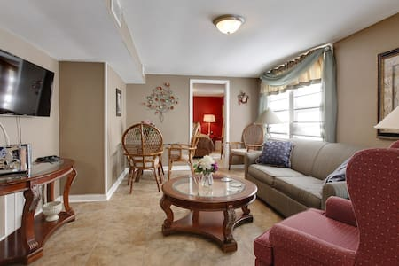 Perfect Old Metairie Home, Close to Everything - 아파트