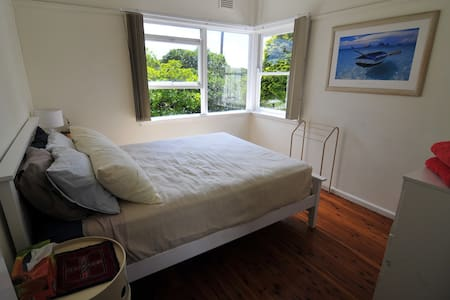 Asquith walk to Station - Queen Bed - Ev